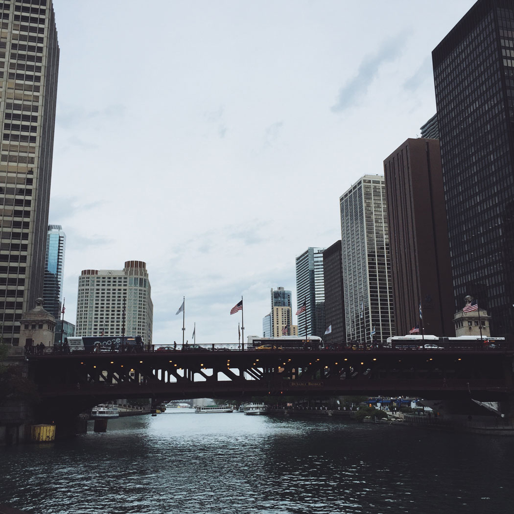 A view looking down the Chicago River